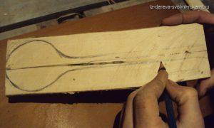 вырезание деревянной ложки