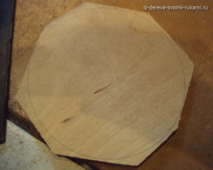 как вырезать круг из фанеры