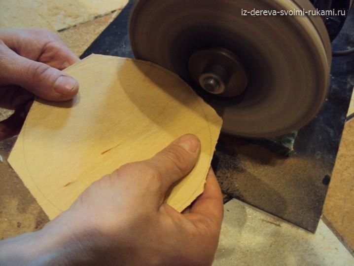 как ровно вырезать круг из фанеры