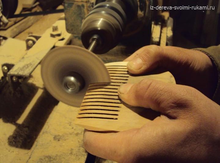 Как нарезать зуюцы на деревянном гребне