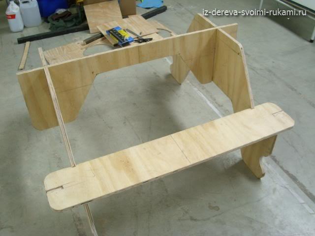 стол со скамейками для веранды из фанеры
