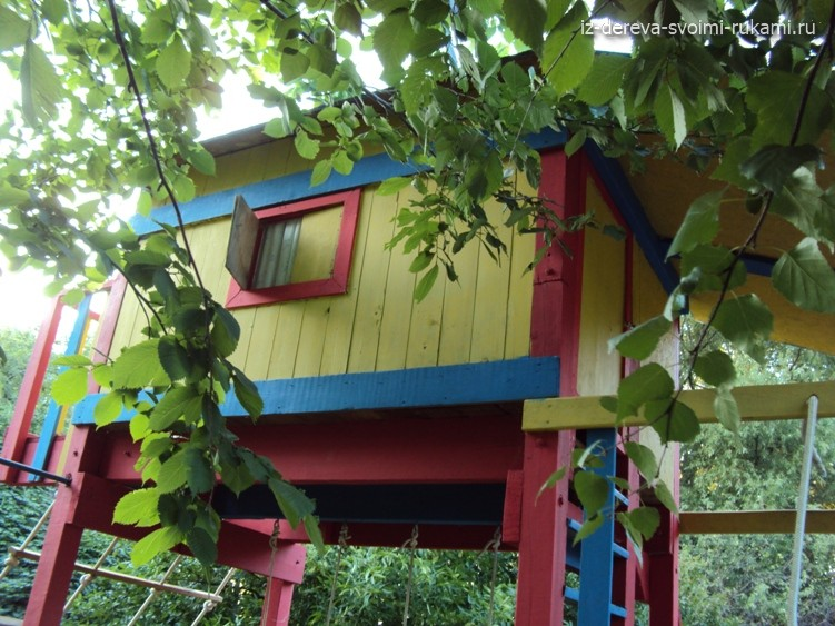 домик для детской площадки из дерева