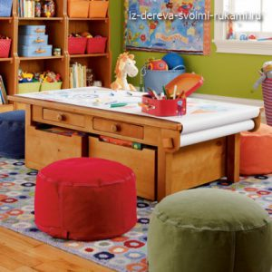 деревянный стол для детской комнаты