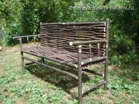 дачная скамейка из дерева, фото