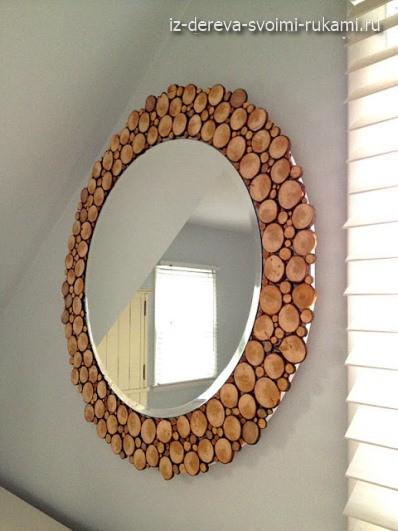 декор зеркала спилами дерева