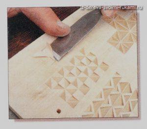 урок ручной резьбы по дереву, вырезаем треугольник