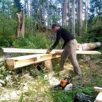 1 1 - Из дерева своими руками. Мастер-классы по дереву - Как сделать простую пилораму из бензопилы и двух досок
