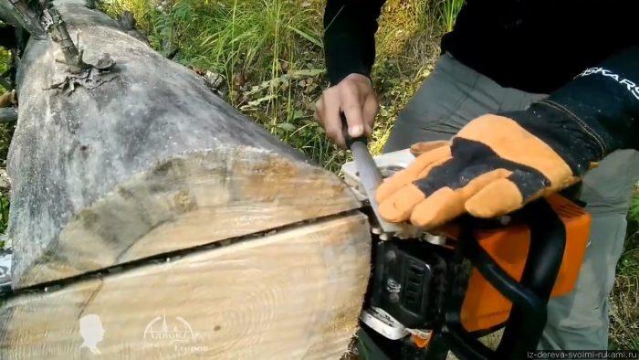 Как сделать простую пилораму из бензопилы и двух досок