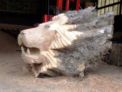 Лев из пня