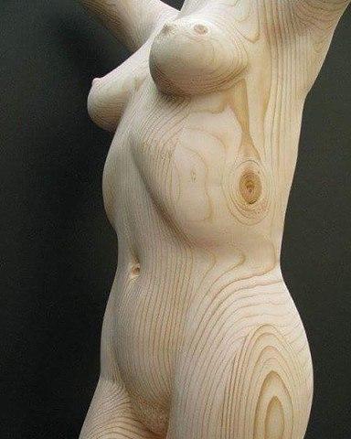 деревянная голая женщина