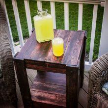 Прикроватный столик-тумбочка из паллет