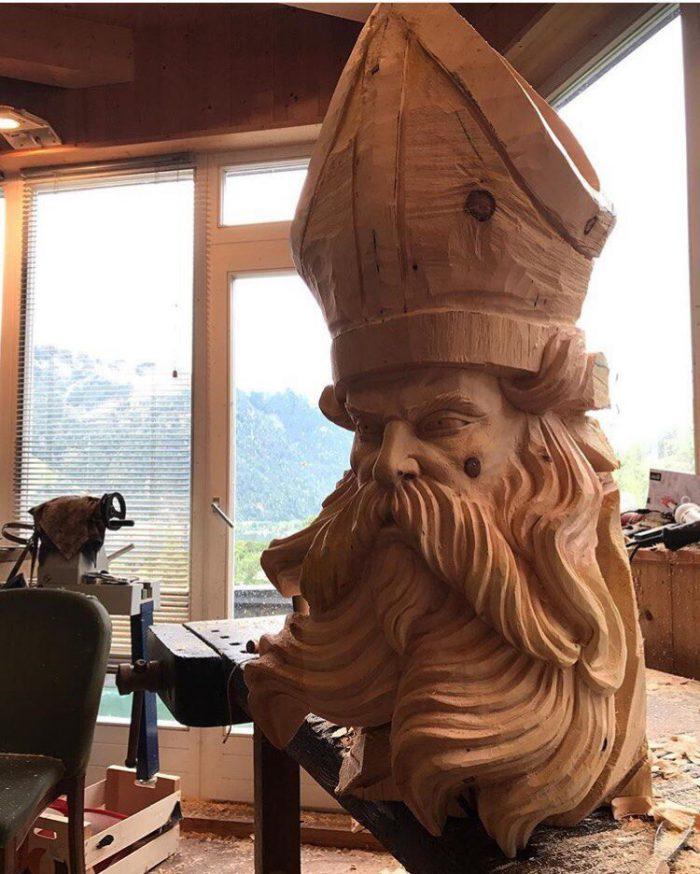 1525883237133331574 - Из дерева своими руками. Мастер-классы по дереву - Бородач из куска бревна