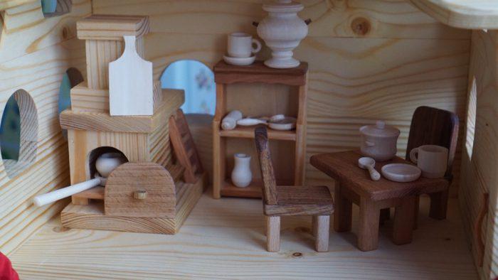 RIJd1g2fHUY - Из дерева своими руками. Мастер-классы по дереву - Игрушечная изба и домашняя утварь из дерева (5 фото)