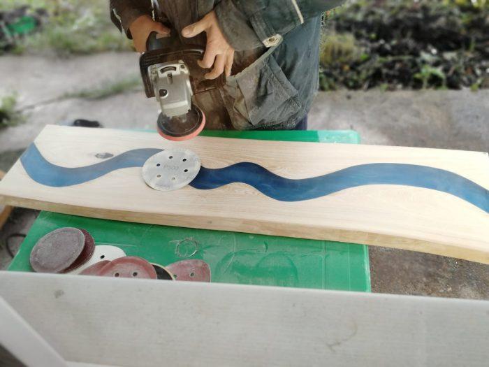 18 700x525 1 - Из дерева своими руками! Интересные деревянные поделки, мебель, мастер-классы по дереву - Дерево и эпоксидная смола. Мастер-класс изготовления стола из слэба и смолы