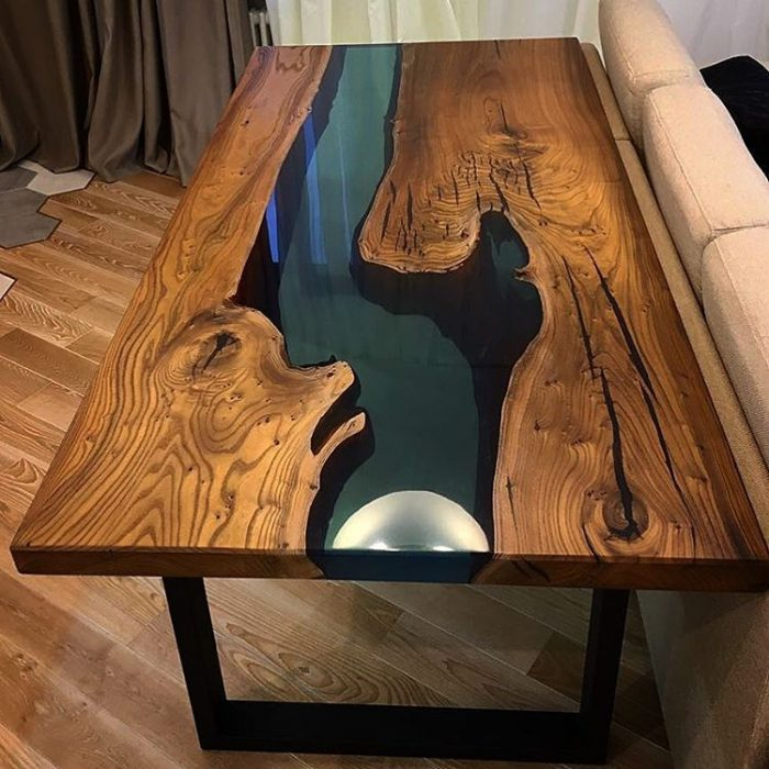 Delaem stol iz epoksidnoj smoly 700x700 1 - Из дерева своими руками! Интересные деревянные поделки, мебель, мастер-классы по дереву - Дерево и эпоксидная смола. Мастер-класс изготовления стола из слэба и смолы