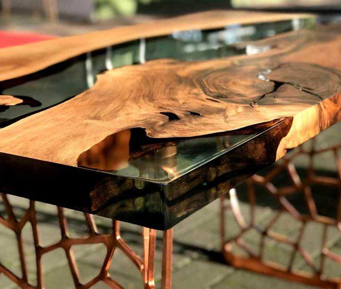 stol iz ehpoksidnoj smoly 16 700x592 1 - Из дерева своими руками! Интересные деревянные поделки, мебель, мастер-классы по дереву - Дерево и эпоксидная смола. Мастер-класс изготовления стола из слэба и смолы